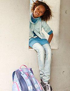 Schüler mit Schulranzen - Übertritt ins Gymnasium
