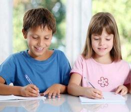 Rechtschreibung - Kinder üben Schreiben beim Studienkreis