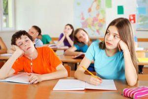 Müde Schüler im Unterricht - hilft spätere Unterrichtsbeginn?