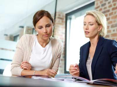 Mutter und Lehrerin im Lernentwicklungsgespräch